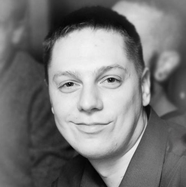 Владислав Назаркін